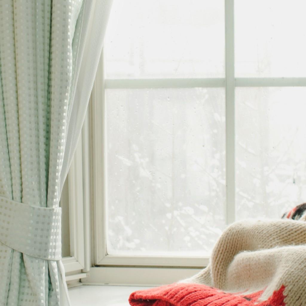 Snowy windowsill iStock_000059170312_Small